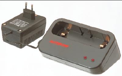 Batteriladdare med adapter
